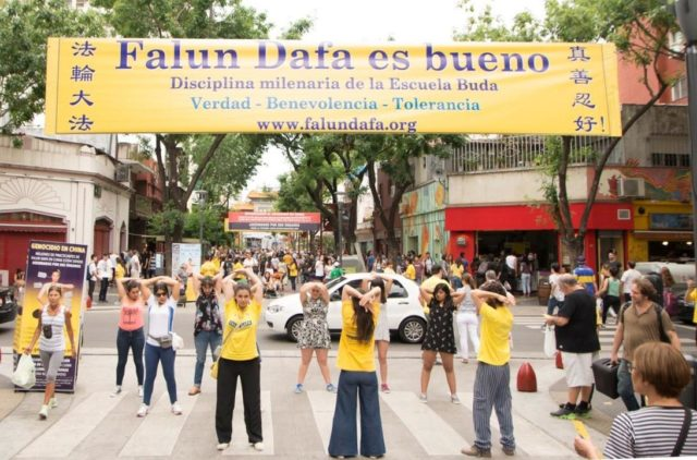 An activity in Chinatown in Buenos Aires to raise awareness about the persecution of Falun Gong in China.