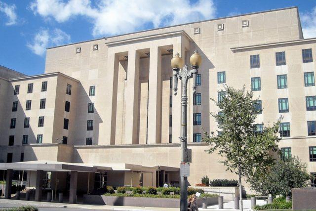 נציגי פאלון גונג נפגשו עם נציגים רשמיים אמריקנים במשרדי הנהלת מחלקת המדינה בוושינגטון הבירה, כדי לדון בדרכים להפסקת הרדיפה נגד פאלון גונג בסין.